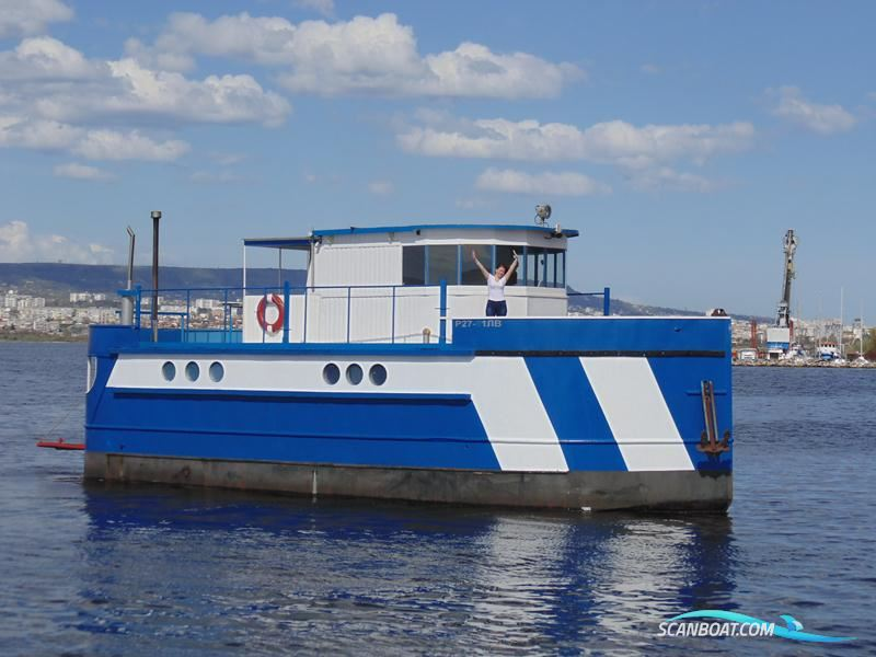 Custom Houseboat 50 ft