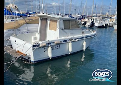 Motor boat Beneteau Antares 730