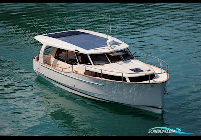 Motor boat Greenline 33
