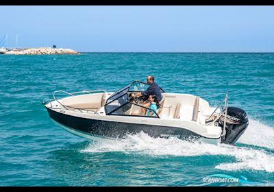 Motor boat Quicksilver Activ 555 Bowrider