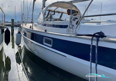 Sailing boat Hallberg Rassy 352