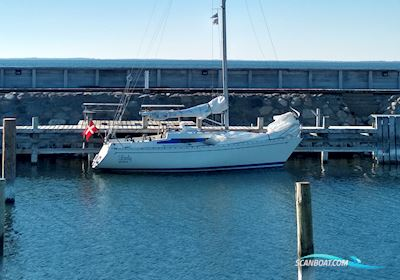Sailing boat L27