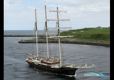 Tallship 3-mast Topsail Schooner